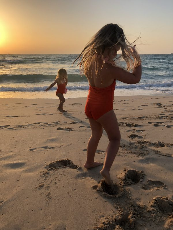 Kinderbadeanzug-Flamingo-Strand