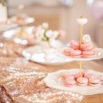 Macarons Taufe Inspiration rose Glitzer Tischläufer Die Macherei
