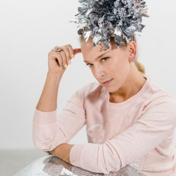 Bedazzling statement headpiece metallic . Die Macherei